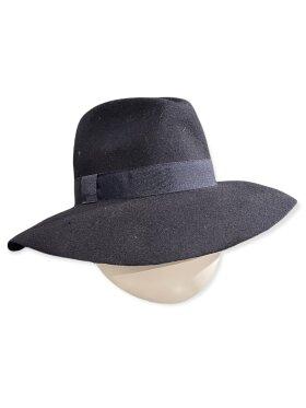CC:Christensen - Hat 11